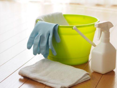 フローリング掃除にバケツと洗剤