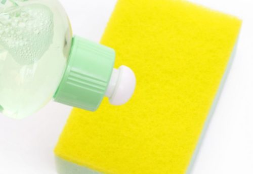 壁の手垢・油汚れに中性洗剤