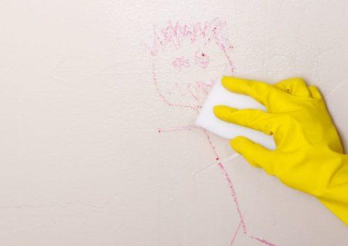 壁の落書きには除光液