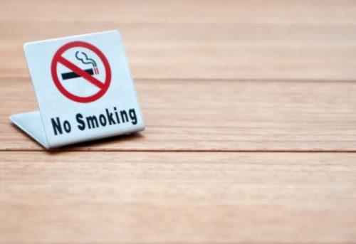 部屋でタバコを吸わない