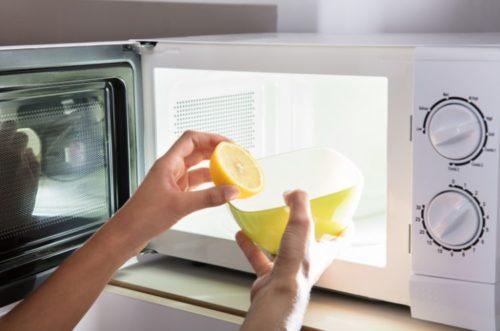電子レンジのニオイ取りにレモンを使おう!