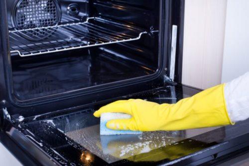 電子レンジのオーブン機能は使う前に掃除
