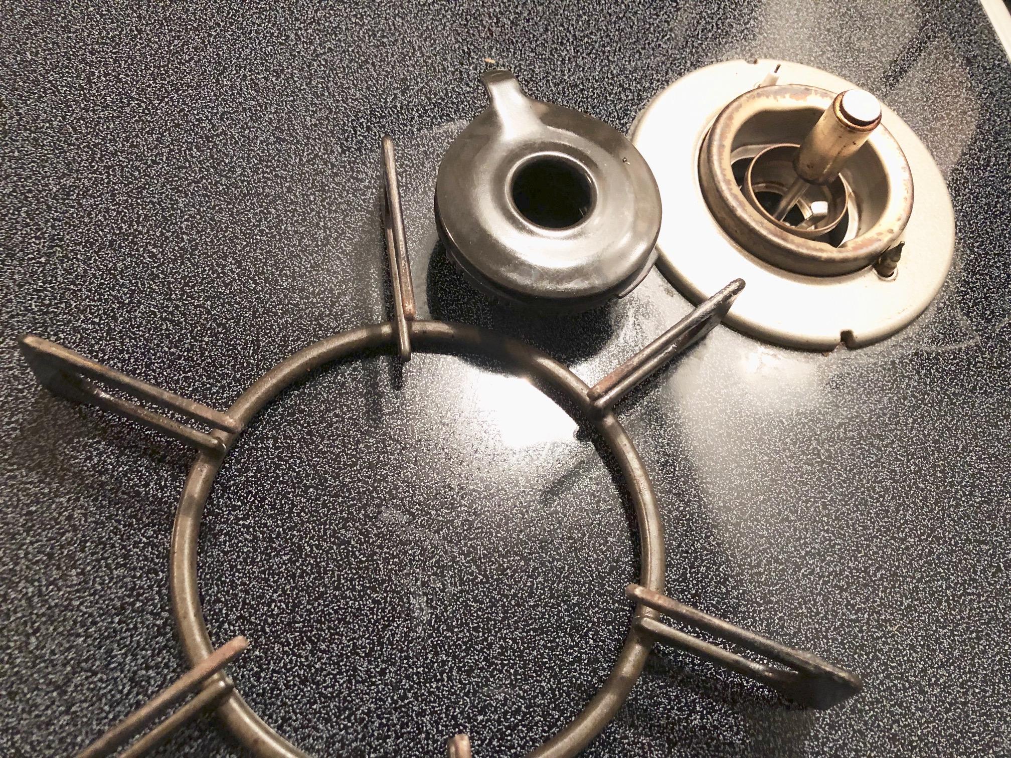 ガスの元栓を閉め、パーツを分解する