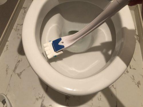 使い捨てのトイレブラシ