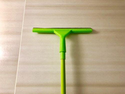 お風呂掃除に水切りワイパー