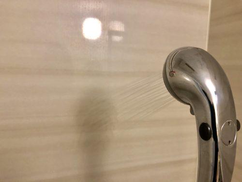 浴室を洗い流す