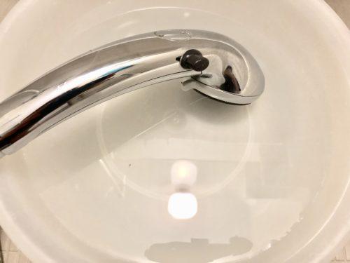 シャワーヘッドの水垢も落とす