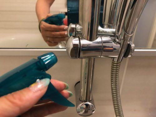 クエン酸水を水垢にスプレー