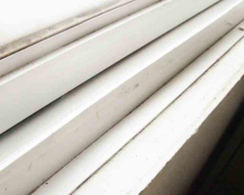 窓のサッシの掃除