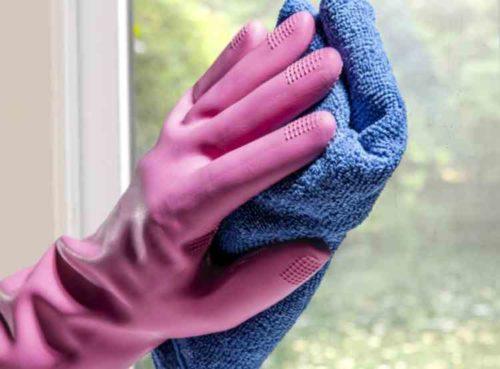 窓や鏡の掃除に