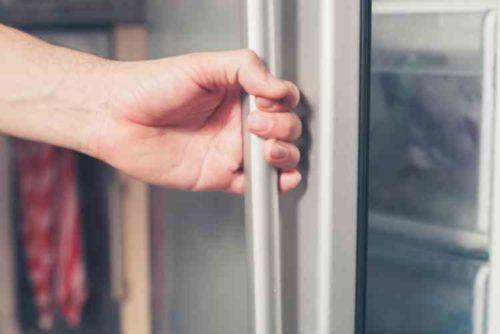 ドアの開け閉めは素早く