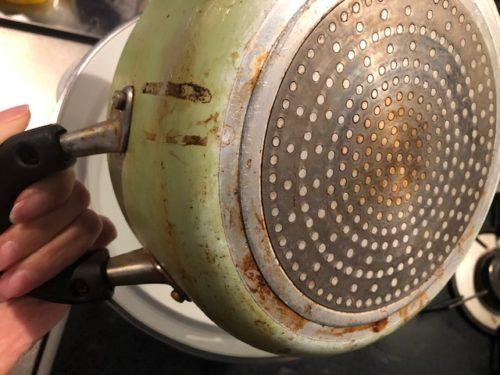 鍋の外側の焦げ