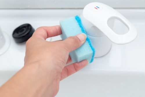 洗面台のプラスチック部分の掃除方法
