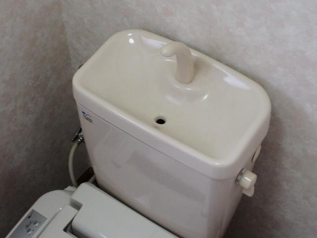 トイレタンクのふたを開けずに掃除する方法