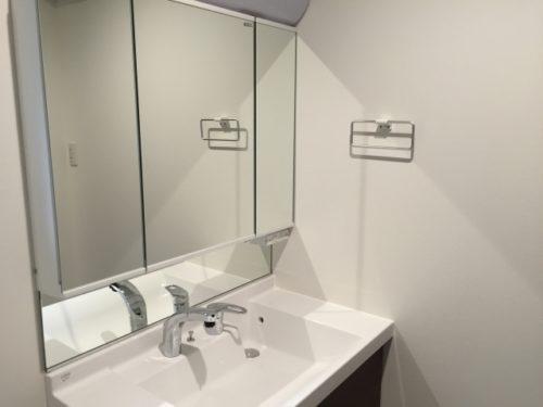 鏡と収納棚の掃除方法