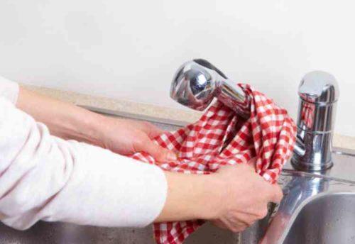 蛇口の拭き掃除