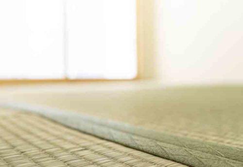 畳の目に沿って拭く