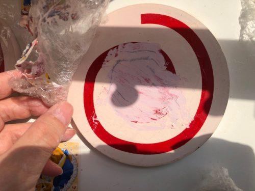 除光液をシールに塗る