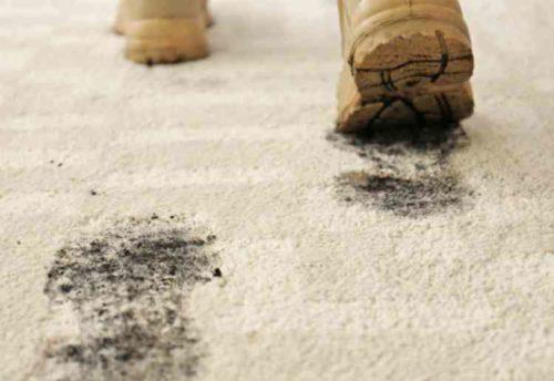 玄関の汚れの原因