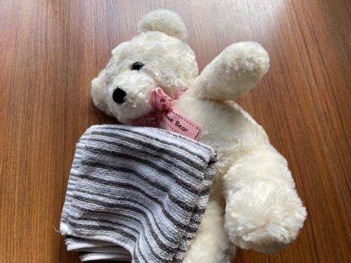 乾いたタオルで洗剤を拭き取る
