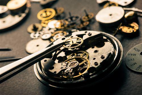 自分でクリーニングできない腕時計の部分