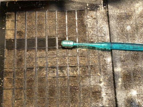 換気扇フィルターの油汚れ