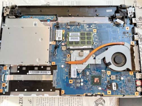 ノートパソコン分解後の内部の状態