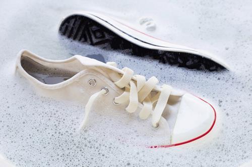 上靴の頑固な汚れを落とす洗剤