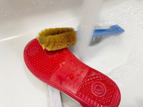 上靴のこすり洗い