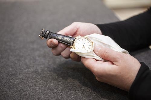 腕時計クリーニングは自分でできる?