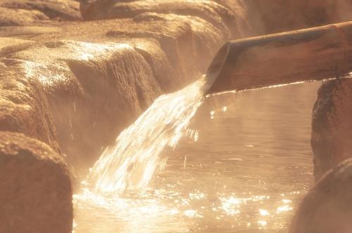 お湯を大量に流す